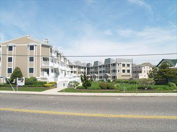 Lovely 3 Bedroom & 3 Bathroom Condo in Cape May (102433) - Image 1 - Cape May - rentals