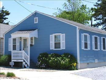 Picturesque 5 Bedroom & 2 Bathroom House in Cape May (Abbey Cottage 34848) - Image 1 - Cape May - rentals