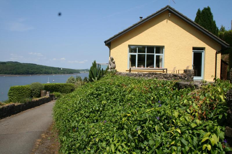 Oyster Reach Cottage - Stunning water views - Oyster Reach - Pembroke Dock - rentals
