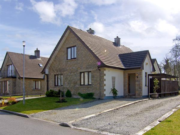 66A RENVILLE VILLAGE, pet friendly, country holiday cottage, with a garden in Oranmore, County Galway, Ref 3947 - Image 1 - Oranmore - rentals
