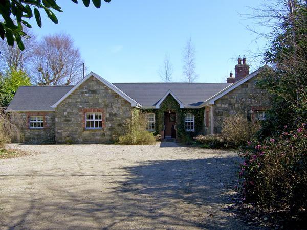 SOLAS HOUSE, pet friendly, country holiday cottage, with a garden in Kiltegan, County Wicklow, Ref 3962 - Image 1 - Kiltegan - rentals