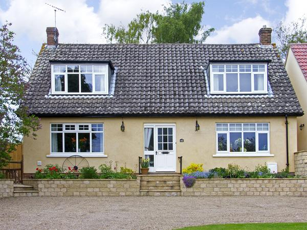 HIGH VIEW, pet friendly, country holiday cottage, with a garden in Pickering, Ref 3966 - Image 1 - Pickering - rentals
