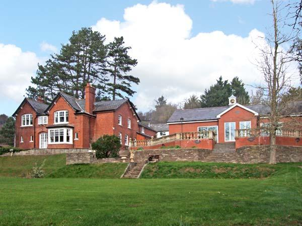 THE CROFT, family friendly, luxury holiday cottage, with pool in Peterchurch, Ref 4114 - Image 1 - Peterchurch - rentals