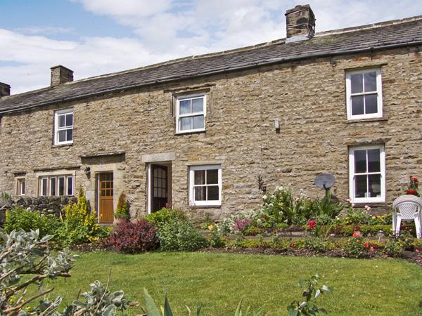 MARGARET'S COTTAGE, pet friendly, country holiday cottage, with a garden in Low Row Near Reeth, Ref 4209 - Image 1 - Reeth - rentals