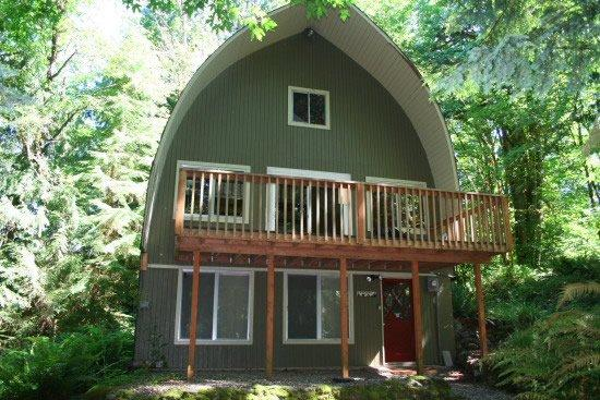 Mt. Baker Cabin #9 - Spacious cabin with a hot tub - Image 1 - Glacier - rentals