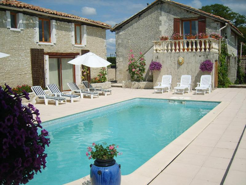 pool with barn with balcony - Farmhouse and Barn,2 pools,jacuzzi,sauna 22 pers(website: hidden) - Poitou-Charentes - rentals