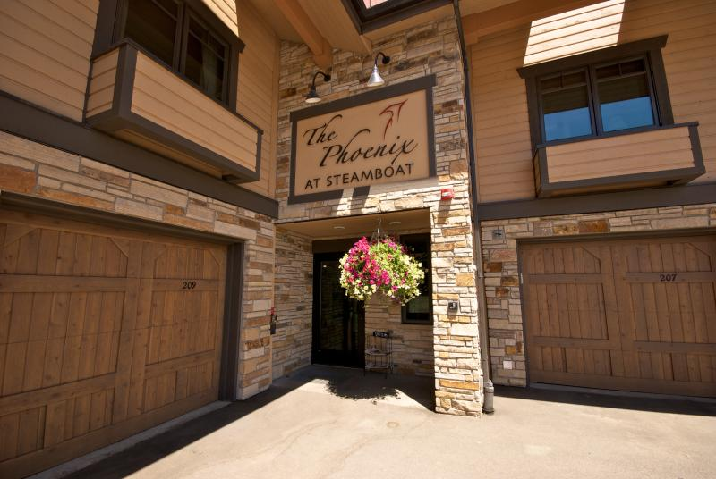 The Phoenix #212 Largest 4 bed/4 bath in complex - Steps to gondola- Sleeps 11-17,  FREE NIGHT. - Steamboat Springs - rentals