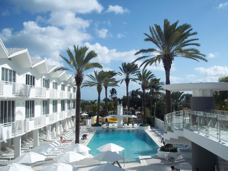 The Newly Renovated Swimming Pool Area - THE SHELBORNE CONDOMINIUM HOTEL - Miami Beach - rentals