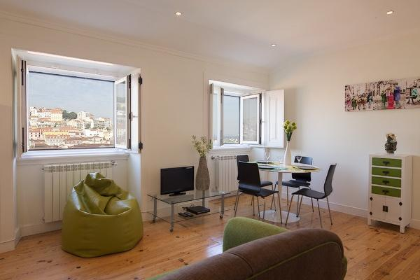 Apartment in Lisbon 202 - Chiado - managed by travelingtolisbon - Image 1 - Lisbon - rentals