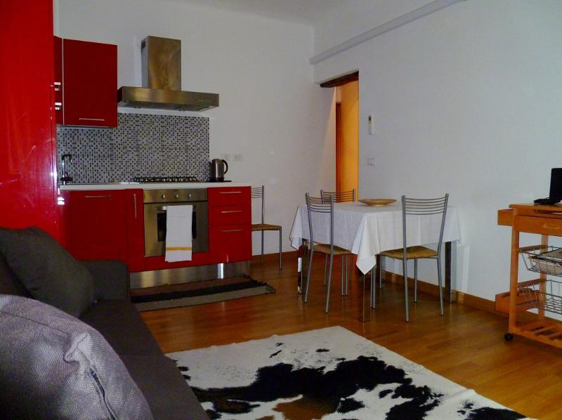 Al Mercà bright 1BR in the heart of Venice - Image 1 - Venice - rentals