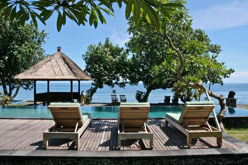 Loungers at the pool and  beachpavilion overlooking the sea - Private Beachfront villa Pemuteran Bali with staff - Pemuteran - rentals