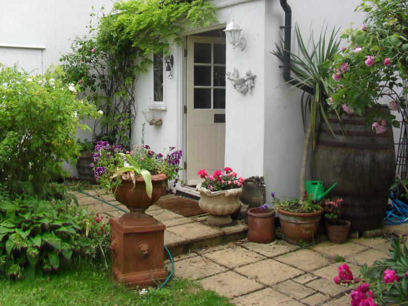 Front of House - Malara Cottage - Bed & Breakfast on the Riverside - Kingston upon Thames - rentals