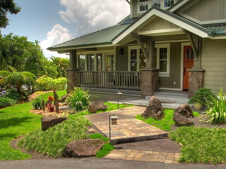 Garden Bungalow with charming cobblestone pavers leading to Craftsman-columned entry - Craftsman Luxury Bungalow, Japanese Gardens & Spa - Hilo - rentals
