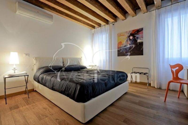 The Master Bedroom - The Lion's House apartment 1 - Venice - rentals