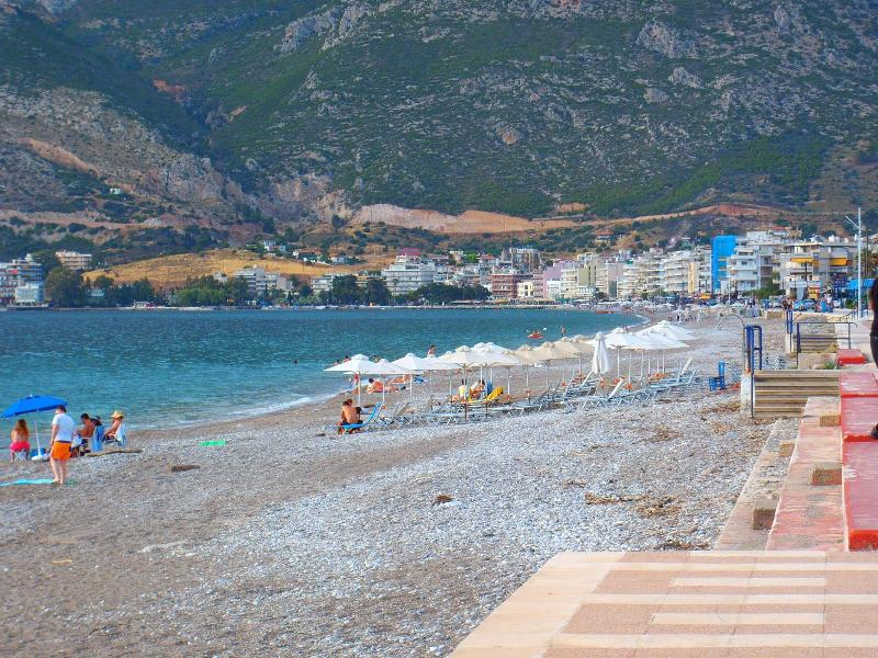 Loutraki beach has won the European Blue Flag  for its cleanliness, safety of environment - Beautiful Loutraki Beach Apartment Near Casino - Loutraki - rentals