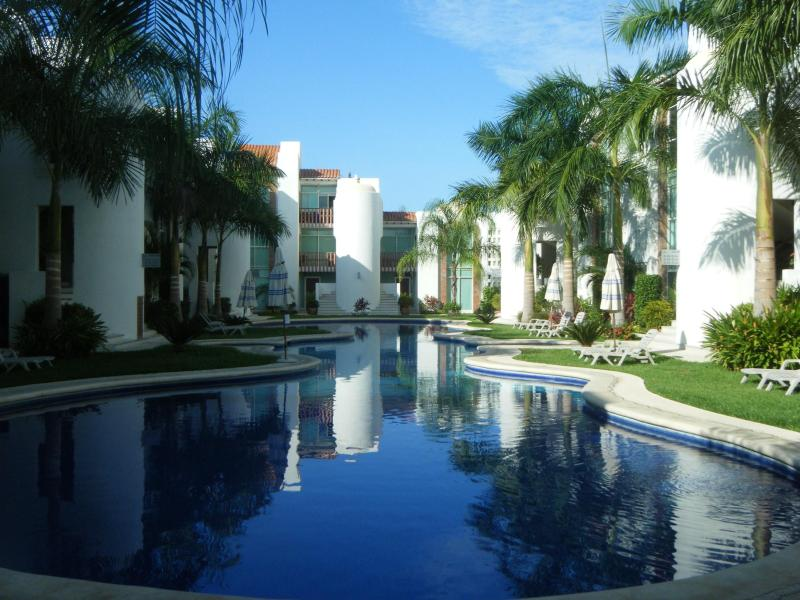Great pool view and garden area - Beautiful, Bright & Spacious 3BR Condo - Ixtapa - Ixtapa - rentals