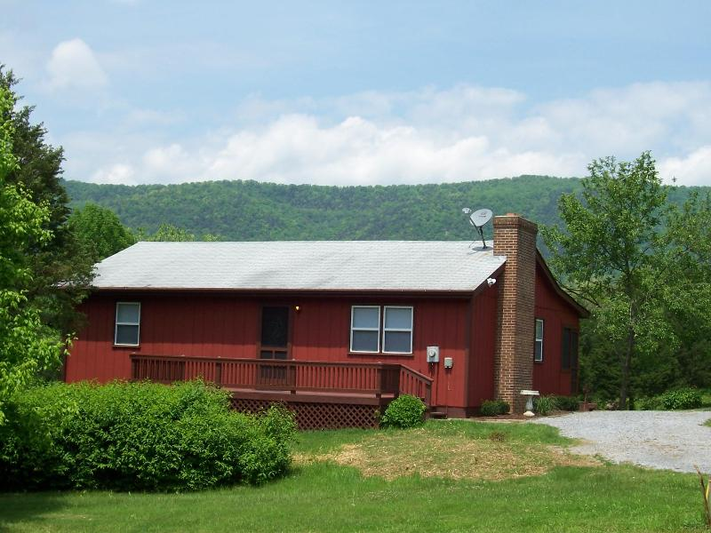 River front cabin with beautiful mountain views - Bear Bluff cabin on the Shenandoah River - Luray - rentals