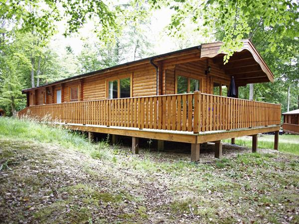 NO 39 KENWICK WOODS, family friendly, country holiday cottage, with pool in Kenwick Woods, Ref 4227 - Image 1 - Louth - rentals
