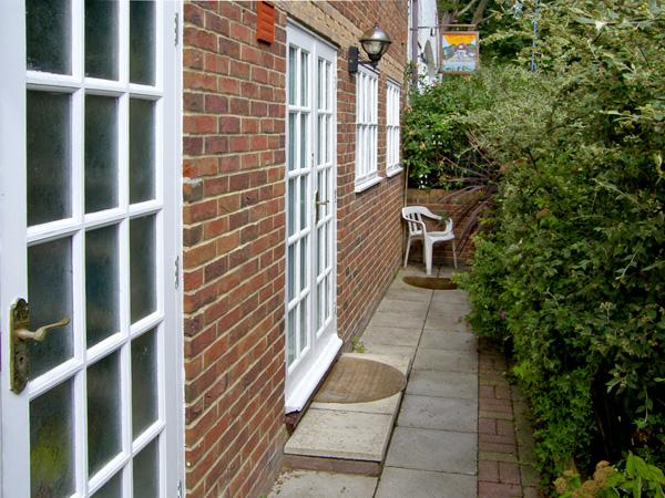 SAIL LOFT ANNEXE, pet friendly in Yarmouth, Isle Of Wight, Ref 4222 - Image 1 - Yarmouth - rentals