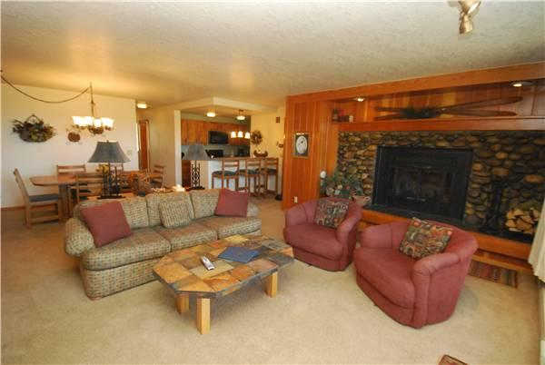 Charming 2 Bedroom & 2 Bathroom Condo in Keystone (Pines 2143) - Image 1 - Keystone - rentals