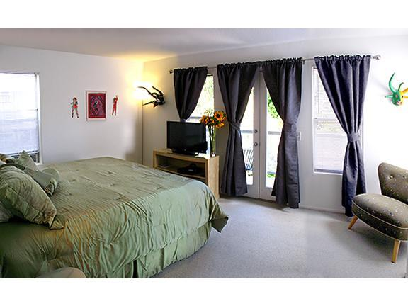 Master Bedroom with private balcony overlooking our lush garden patio - 5-Star: Art Gallery-Venice Beach, 99 Steps 2 Beach - Venice Beach - rentals