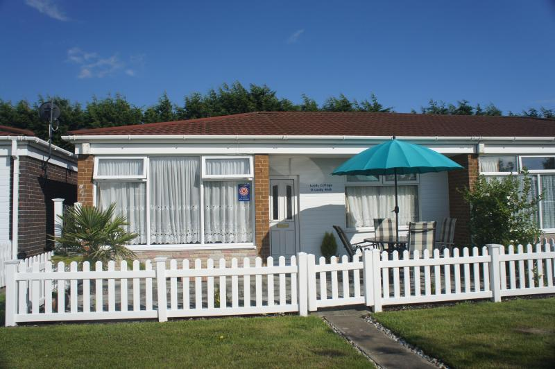 Cosy cottage with enclosed patio overlooking communal green. - Lundy Cottage, Eastbourne - Eastbourne - rentals