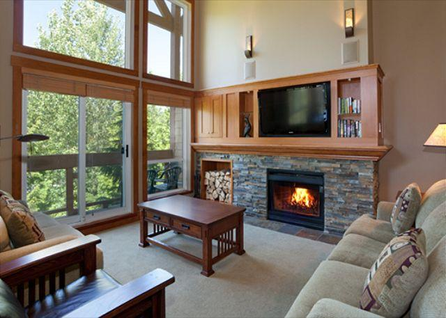 Spacious Living Room with Fireplace and Flat Screen TV - Alpine Greens #20 | 3 Bedroom Townhome on Fairmont Chateau Whistler Fairway - Whistler - rentals