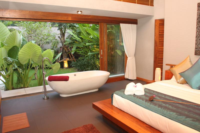 Stylish Bedroom - Baan Metta - 5 Bed Sunset Beach Villa in Lipa Noi - Koh Samui - rentals