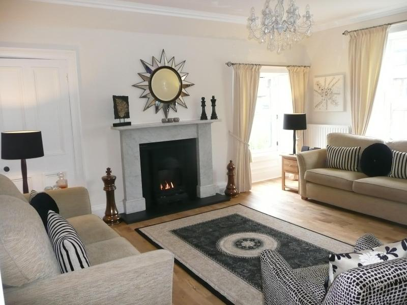 Lovely sittingroom with dual aspect windows - WINNER 2014  'AARAN HAVEN' 3 bed, 3 bath, 5 stars. - North Berwick - rentals