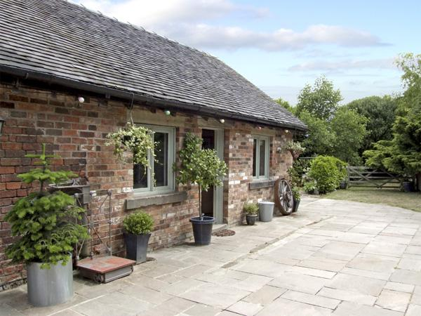 BAY TREE, pet friendly, country holiday cottage, with a garden in Turnditch, Ref 4256 - Image 1 - Turnditch - rentals