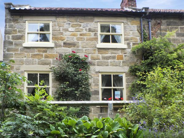 RIVER COTTAGE, family friendly, with a garden in Staithes, Ref 4265 - Image 1 - Staithes - rentals