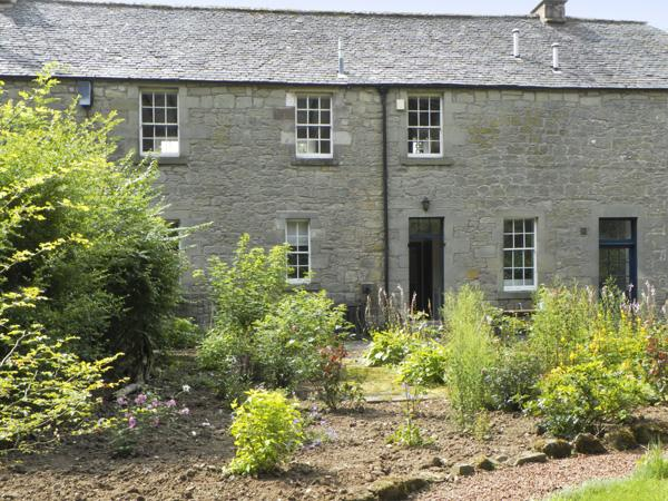 THE COACH HOUSE, romantic, character holiday cottage, with open fire in Chirnside, Ref 4277 - Image 1 - Chirnside - rentals