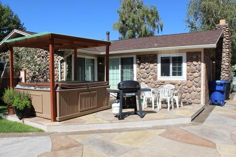 Exterior rear patio, hot tub, grill - 3592 East Bengal 3 bedroom townhouse - Cottonwood Heights - rentals
