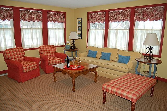 Redbird Cottage living area with sleeper sofa, cable TV, DVD, wireless internet - Charming Redbird Cottage- 3 blk walk 2 Lk MI Beach - Muskegon - rentals