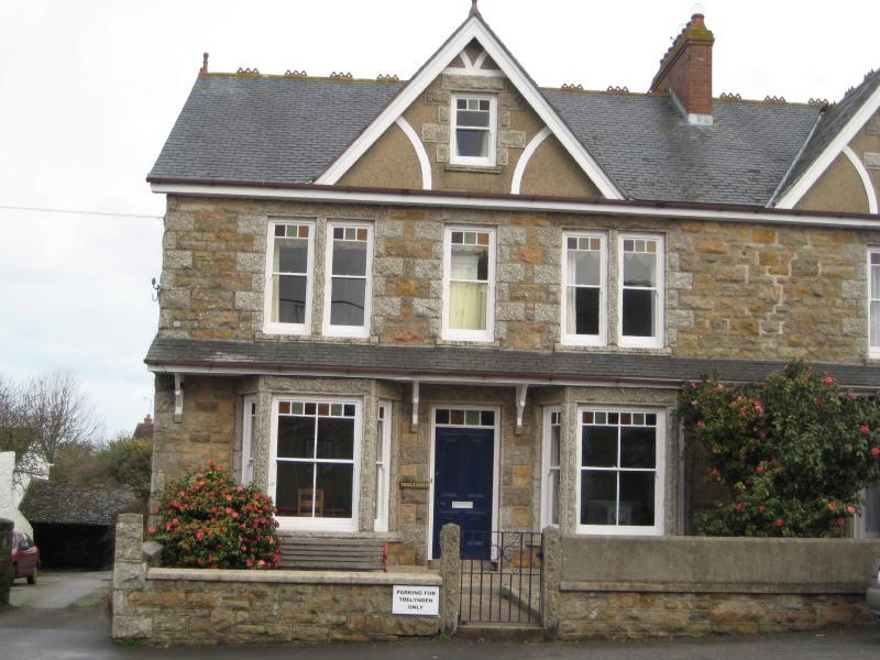 Trelynden - Spacious Warm & Friendly Family Home - Marazion - rentals