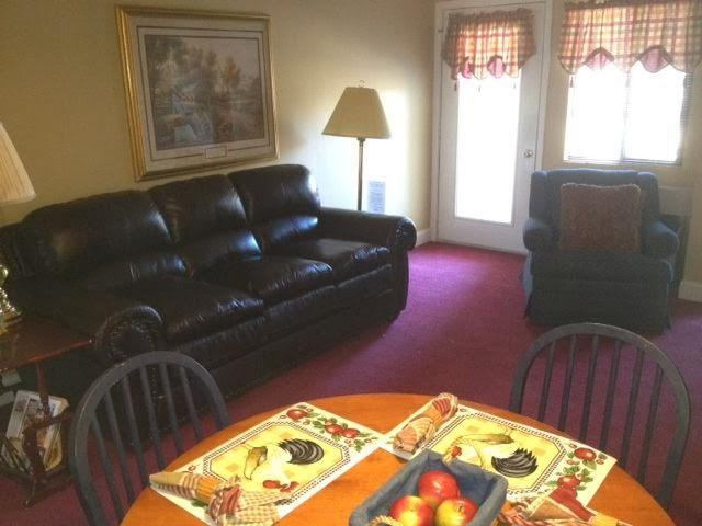 Living Room with Queen Sleeper Sofa - Gatlinburg Chateau -  2 Bedroom Condo (508) - Gatlinburg - rentals