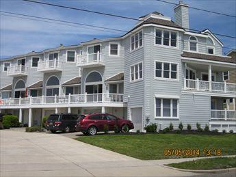 Ideal 3 Bedroom, 3 Bathroom Condo in Cape May (5887) - Image 1 - Cape May - rentals