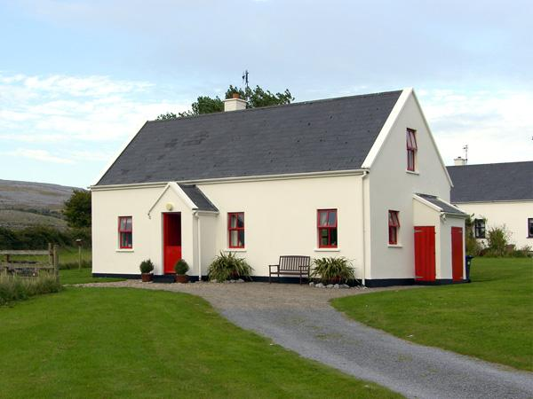 BELLHARBOUR COTTAGE, pet friendly, character holiday cottage, with a garden in Bellharbour, County Clare, Ref 4289 - Image 1 - Bell Harbour - rentals