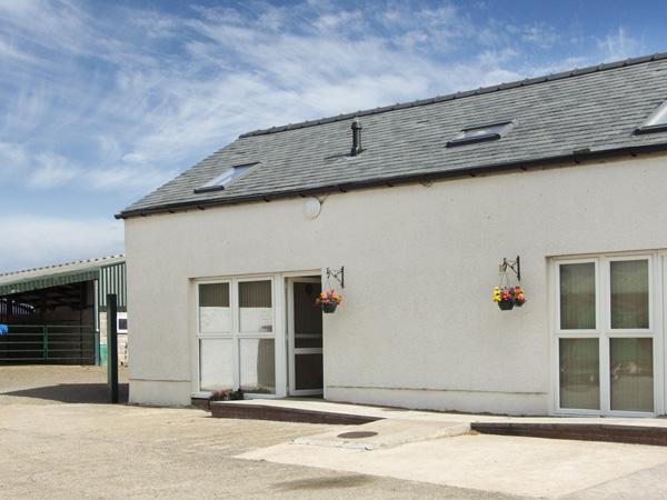 THE LOFT, pet friendly, country holiday cottage, with hot tub in Annan, Ref 4232 - Image 1 - Annan - rentals