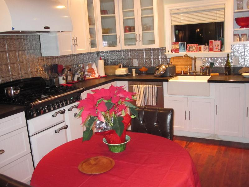 kitchen at xmas - Country Getaway in Historic Tomales - Tomales - rentals