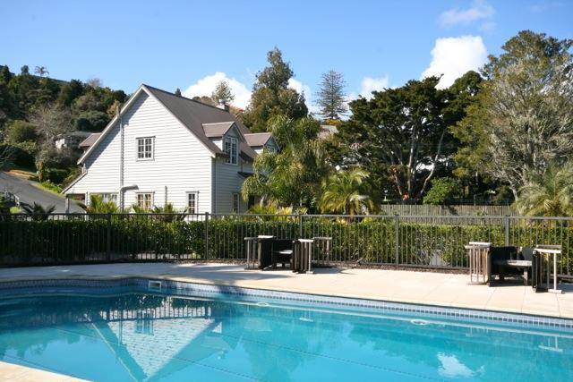 Swimming pool for guests use - Chapel Cottage - Russell - rentals