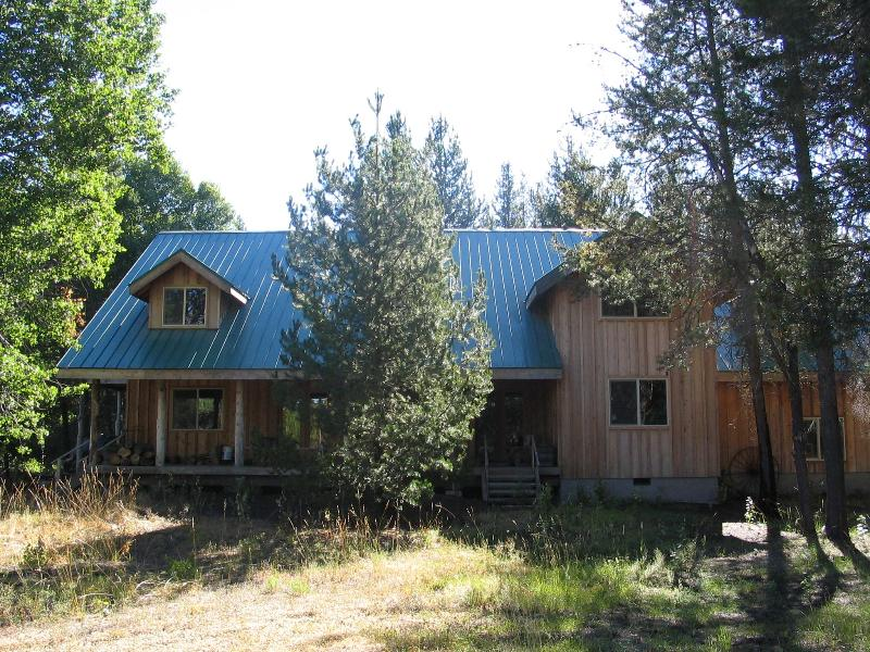 Scenic and private couple getaway or group retreat - Image 1 - Fort Klamath - rentals
