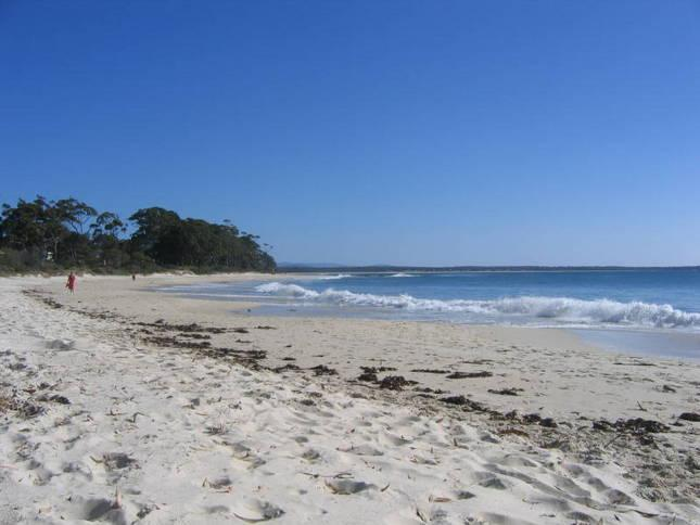 Local beach with squeaky white sands and clear water - 62 Owen at Jervis Bay - Jervis Bay - rentals