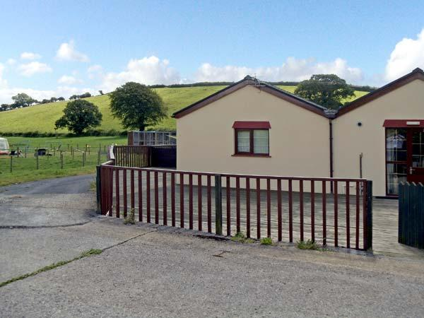 DYLAN'S COURT, pet friendly, country holiday cottage, with a garden in Laugharne, Ref 4135 - Image 1 - Laugharne - rentals