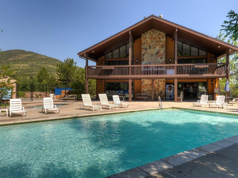Clubhouse with two swimming pools, hot tubs, tennis courts, and volleyball  - *Fall Deal!* 50% Off 2nd Nt for 2+ Nt Stays! - Park City - rentals