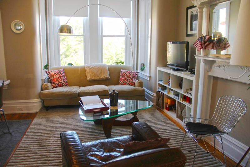 Gorgeous Luxury Apartment with 4 full bedrooms and 2 bath - close to metro, restaurants and shops - Image 1 - Washington DC - rentals