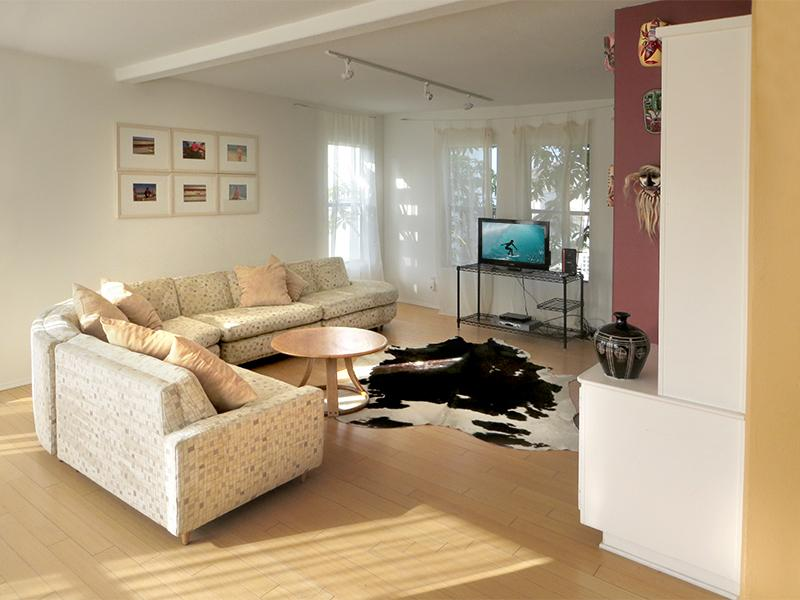 Spacious living room, mid-century style - 5-Star Location: The Artist's Loft-99 Steps 2 Sand - Venice Beach - rentals
