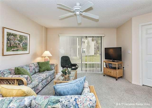 Chill out on the couch -- Put your feet up! - Ocean Village R12, Ground floor unit, 2 pools, beach access - Saint Augustine - rentals