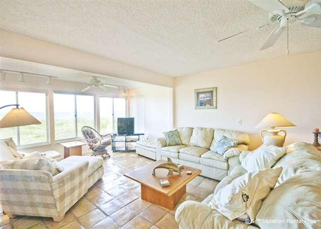 The cool tile floors and comfy furniture are fabulous - Quail Hollow B1-2th in St Augustine Beach Florida - Saint Augustine - rentals