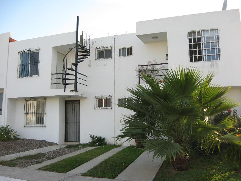 Front of the house outside - 3 Bedroom Townhouse, 7 min from the Beach - Bucerias - rentals